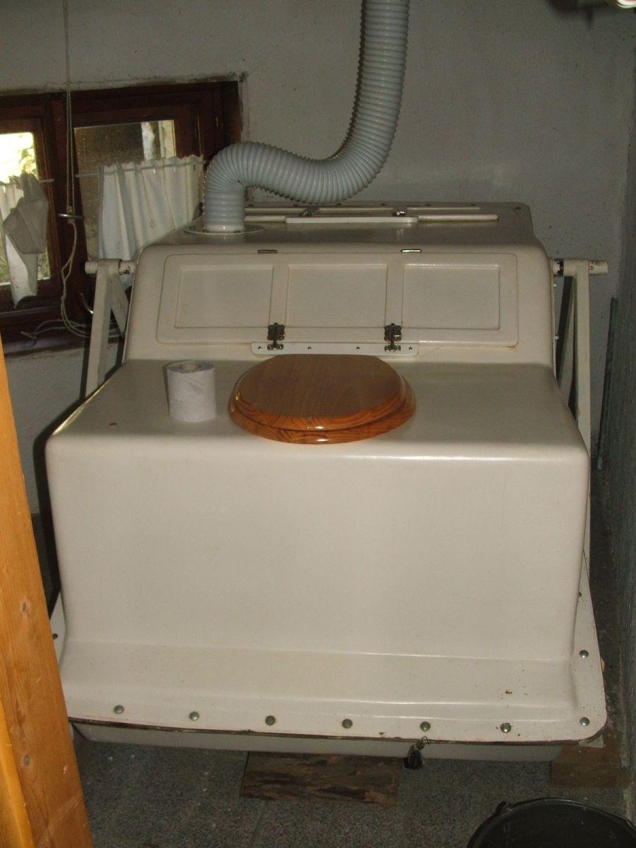 Beltéri-fröccsöntött-kompakt-komposzt-vécé